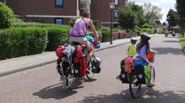 4 kids, camping holiday on the bikes - No Problem!