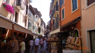 and busy tourist shops at Garda town