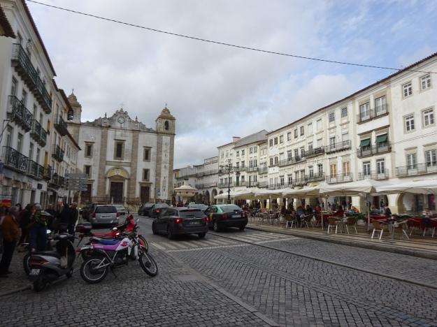Central Plaza, Evora